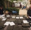 Wassen, lijmen en plaatsen: de restauratoren zijn druk aan het werk in de Romeinse Restauratiewerf