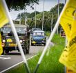 Gespot: defilé van oldtimers door Alphen aan den Rijn en omgeving