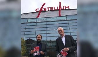 Wethouder van Cultuur onthult boodschap op gevel Castellum